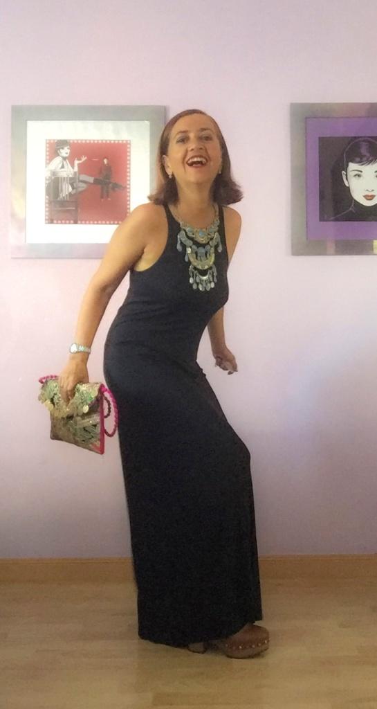 look vestido negro cuarenta y tantos looks por estrella villatoro moda para mas de 40 años09
