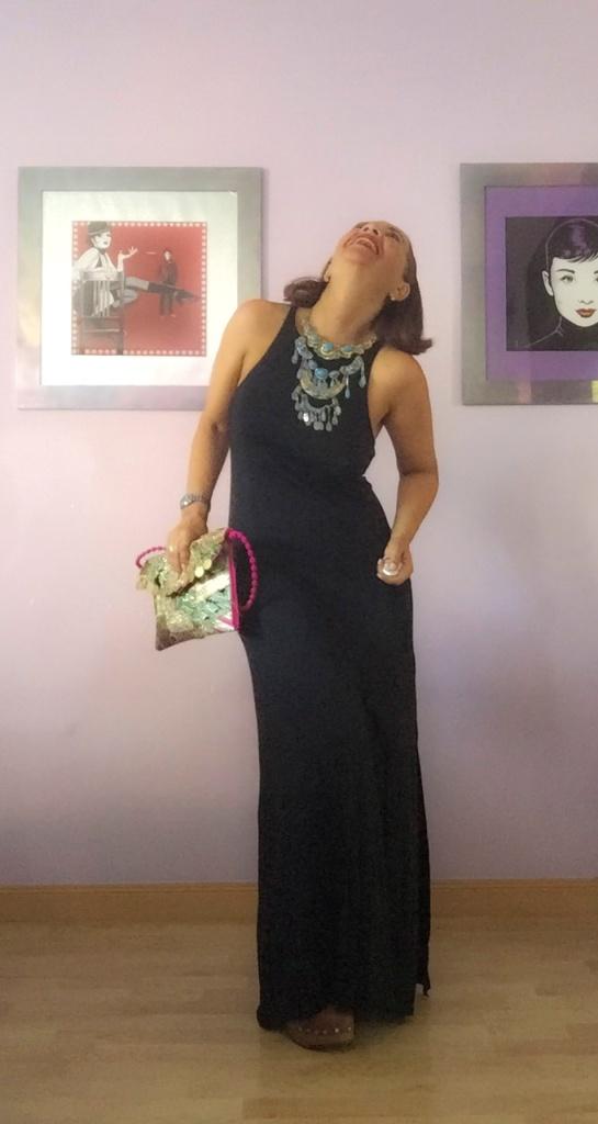look vestido negro cuarenta y tantos looks por estrella villatoro moda para mas de 40 años10