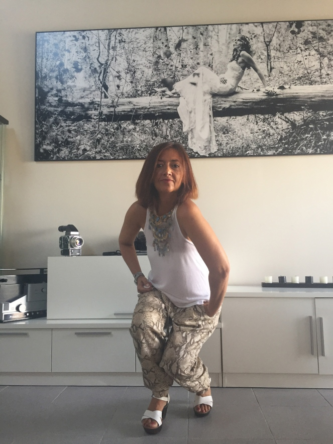 pantalones baggy cuarenta y tantos looks por estrella villatoro moda para mas de 40 años03
